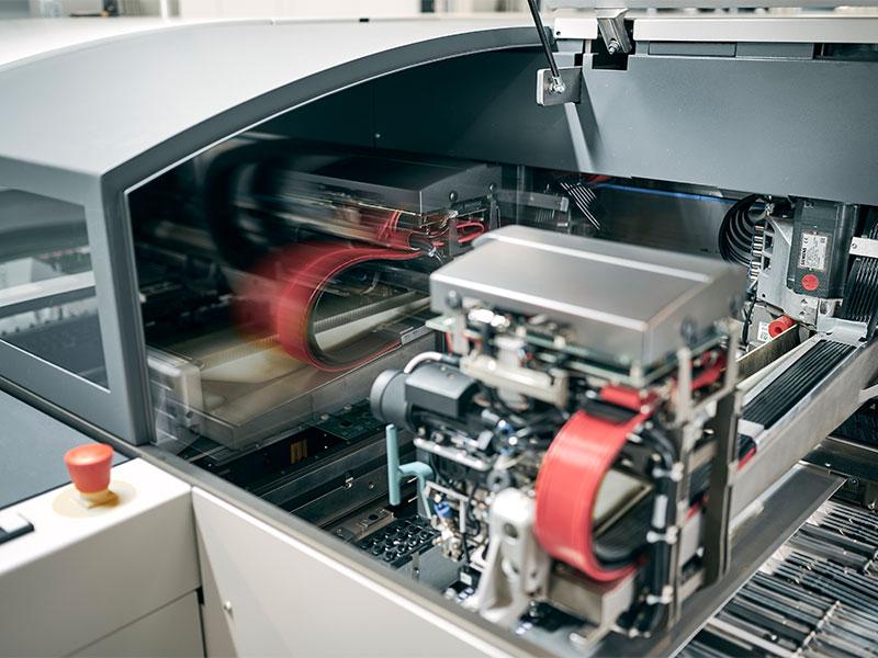 Unsere Kernkompetenz liegt in der SMD-Bestückung von Kleinserien mit nur wenigen Einzelstücken bis hin zu mittleren Stückzahlen von mehreren 10.000 Einheiten im Jahr.